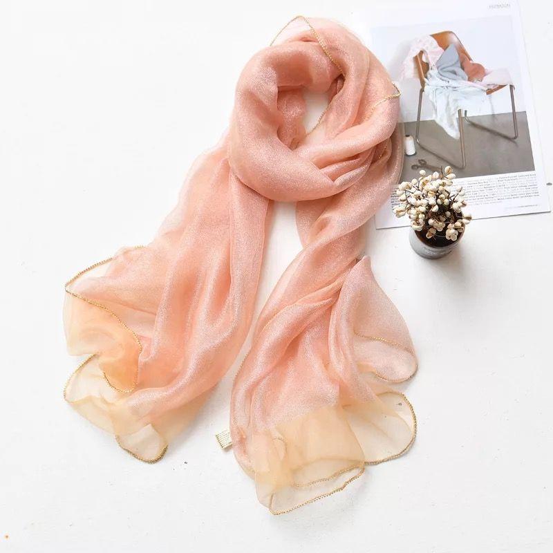 夏季围巾的搭配方法