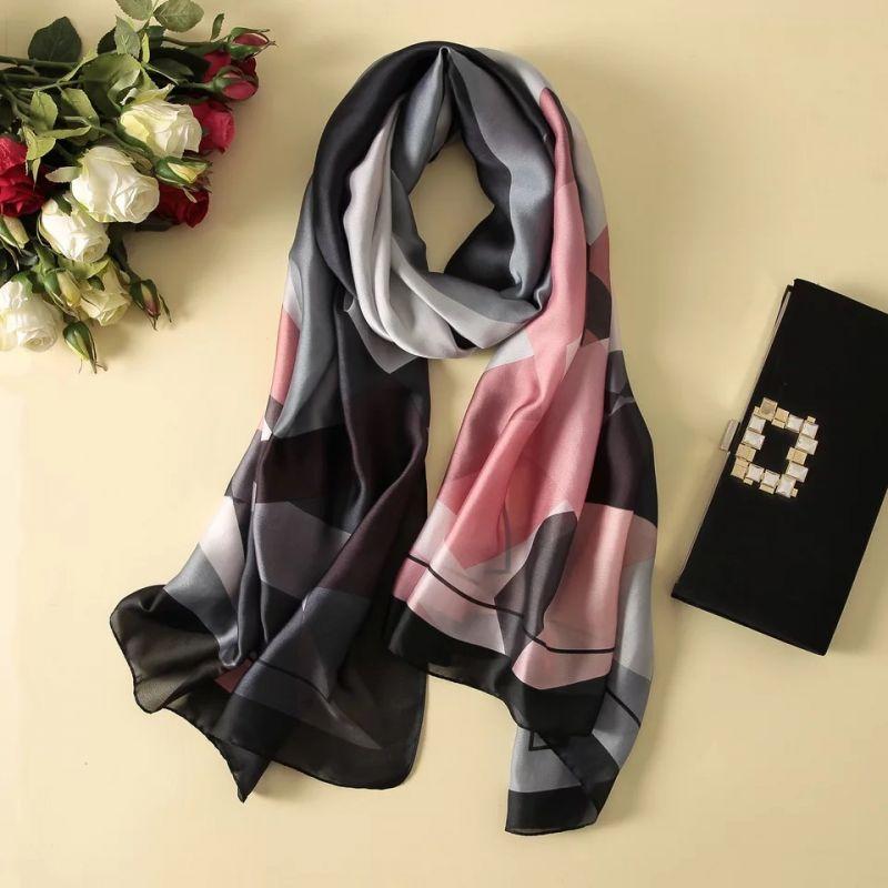 什么是真丝拉绒围巾呢?
